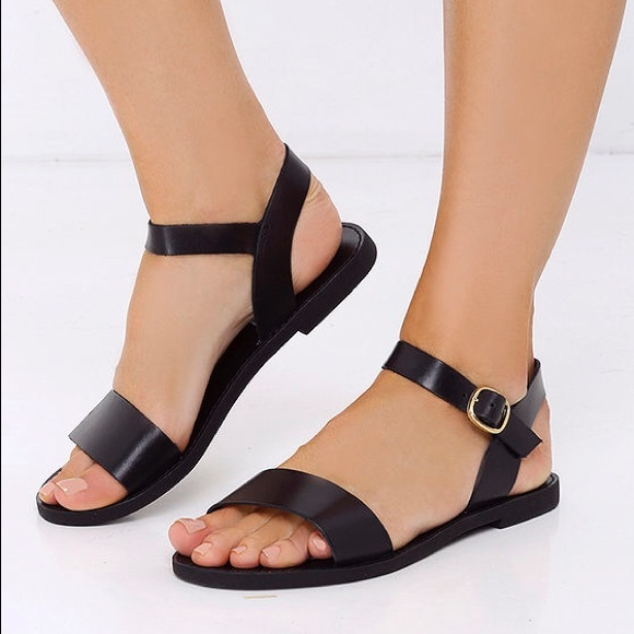 51580778754 Steve Madden Donddi Black Leather Flat Sandals. M 5c0804bef63eeafdf2a40557
